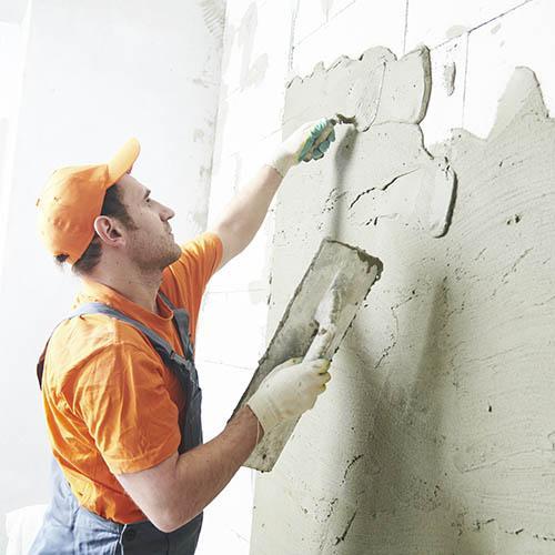 Современный рынок строительных материалов предлагает широкий выбор смесей для отделочных работ. Штукатурка стен является традиционным способом выравнивания поверхности